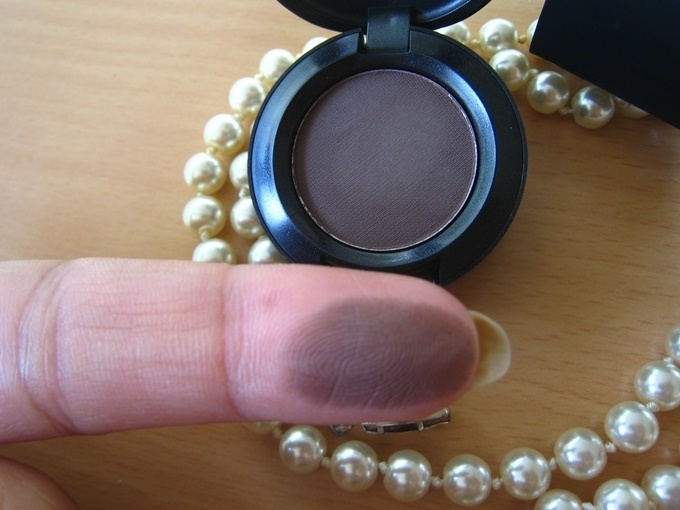 MAC Mystery Satin Eye Shadow Review (4)