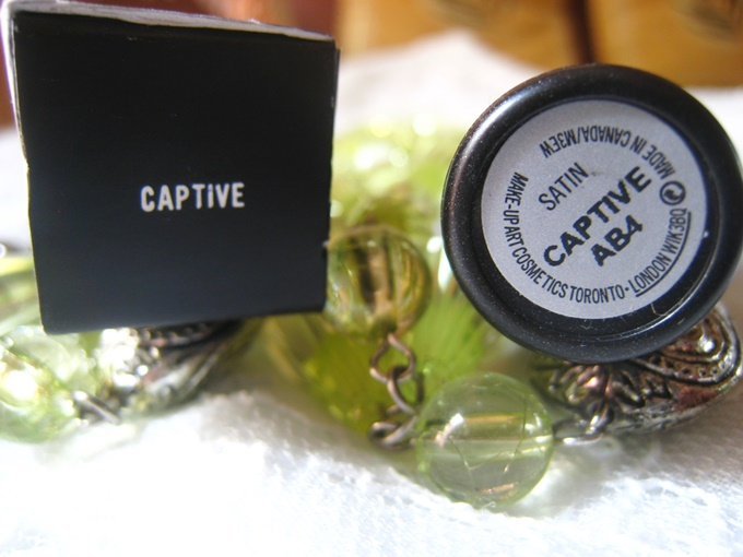 MAC Satin Lipstick in Captive Review  (7)