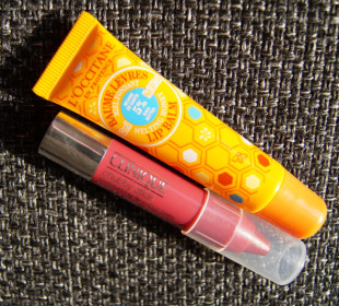Two products to keep lips soft this winter : L'occitane Melting Honey Lip Balm & Clinique Chubby Sticks