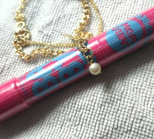 Maybelline Baby Lips Candy Wow Raspberry : Swatch and Review