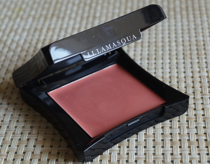 illamasqua-velvet-blush-sleek-3