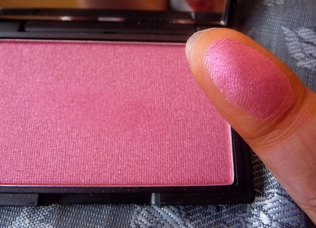 sleek-pomegranate-blush-swatch