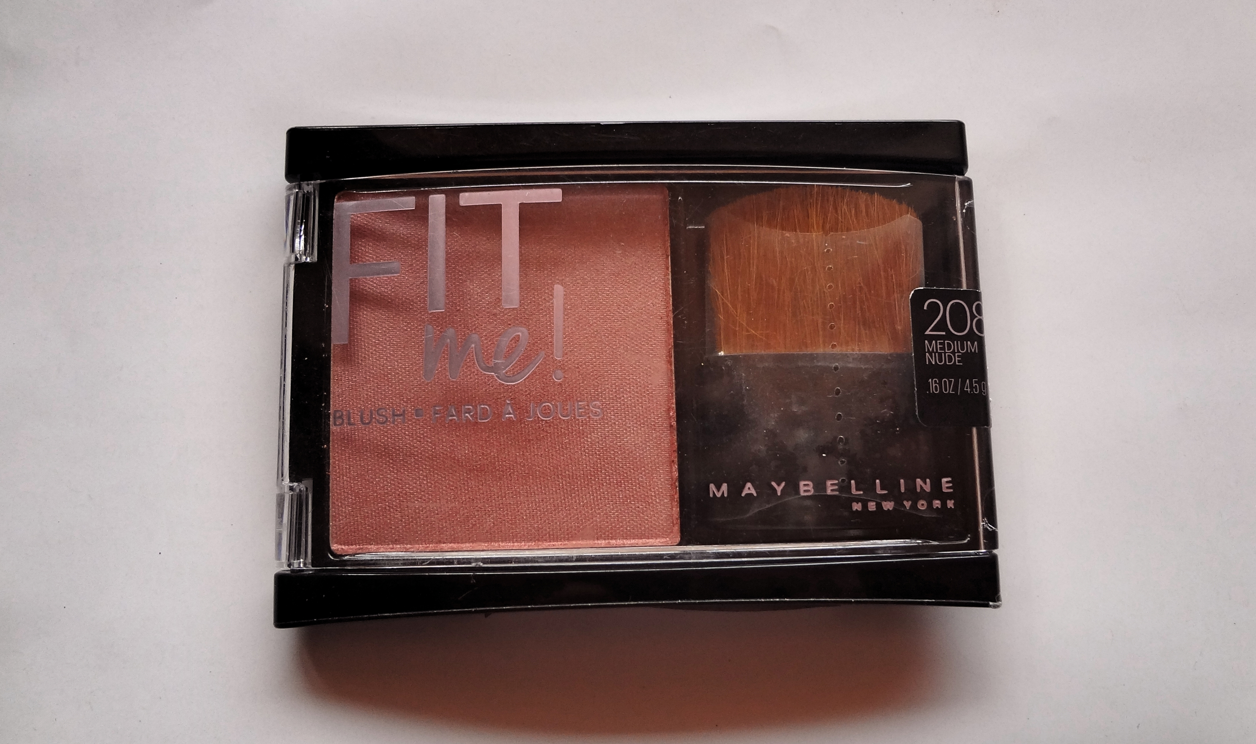 So today I am reviewing the Maybelline Fit Me! blush in the shade 208 Medium Nude.